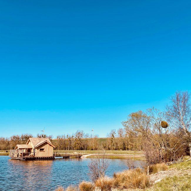 cabane sur l'eau avec spa